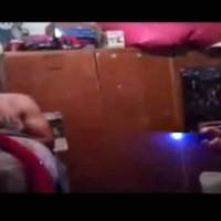 Un video muestra cómo policías de Tala manipulan una picana eléctrica