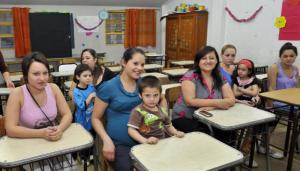 Una escuela nocturna de Paraná gestiona la creación de un jardín para que las mamás puedan seguir cursando