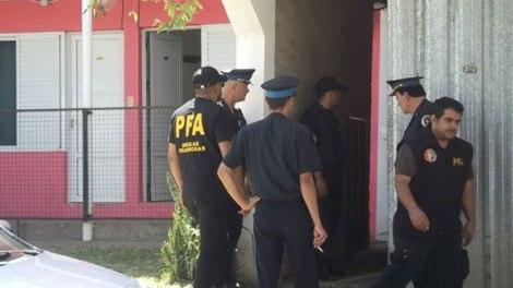 En un operativo antidrogas de la Policía Federal fueron detenidas tres personas en un hotel de la ciudad de Federal donde se hospedaban, con un cargamento de más de 500 kilos de marihuana