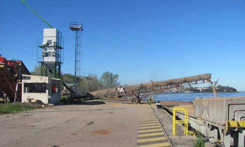 Nuevos embarques de soja en el Puerto de La Paz.