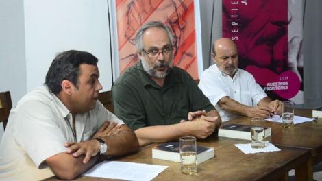 Presentación de VOZ VARIA  en la Biblioteca Provincial de Entre Ríos: Carlomagno, Maldonado y Alfaro (Foto EL DIARIO)