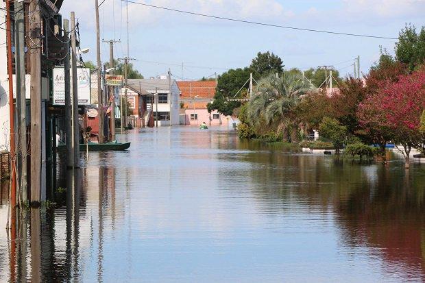 500 Vecinos inundados en VillaParanacito