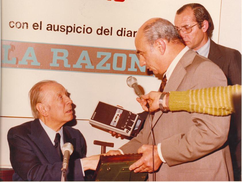 JLB - Jorge Luis Borges con periodistas, 1979
