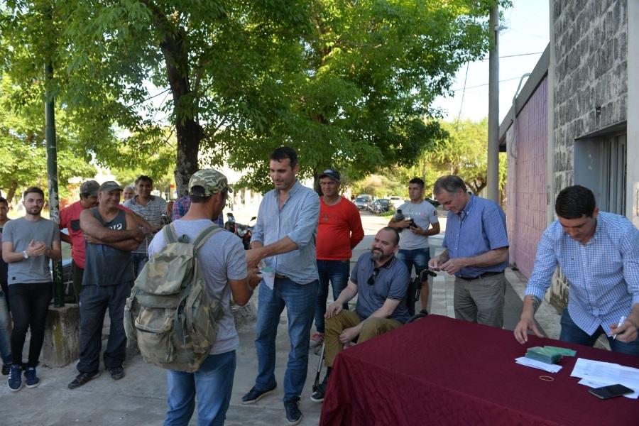 Pescadores artesanales de Santa Elena recibieron el nuevo carnet de pesca